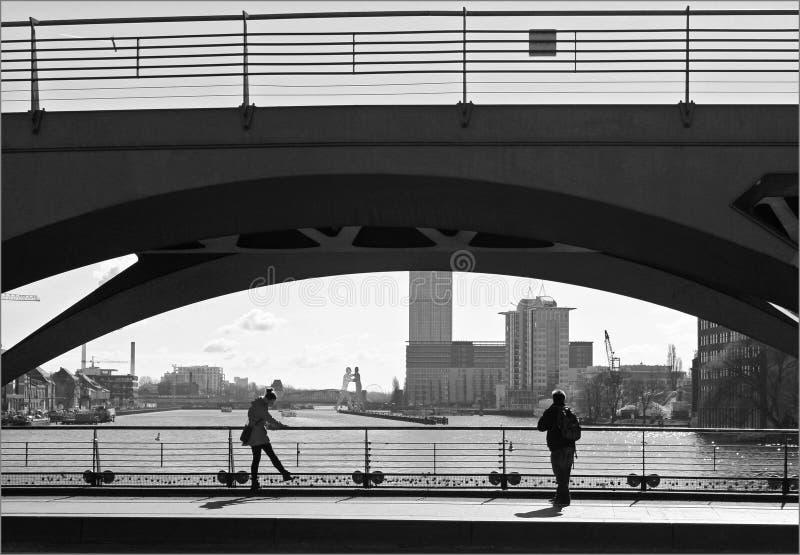 Sur le pont images libres de droits