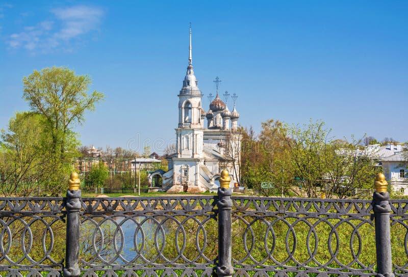 Sur le remblai de ville dans Vologda photographie stock