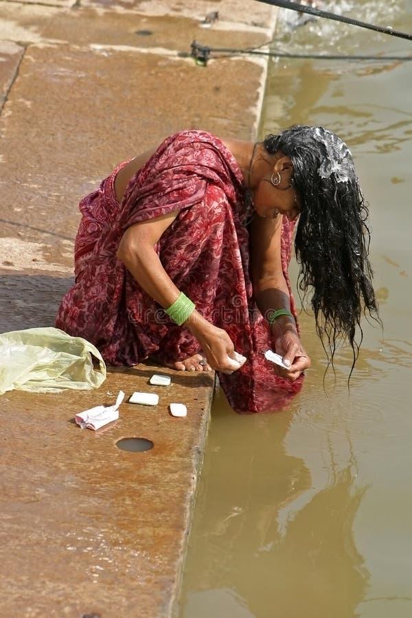 Sur les ghats de Varanasi photo libre de droits