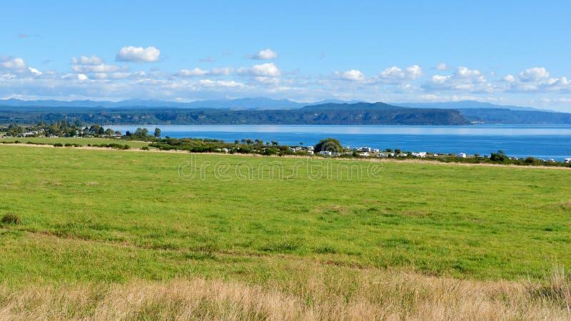 Sur les rivages du lac Taupo au Nouvelle-Zélande images stock