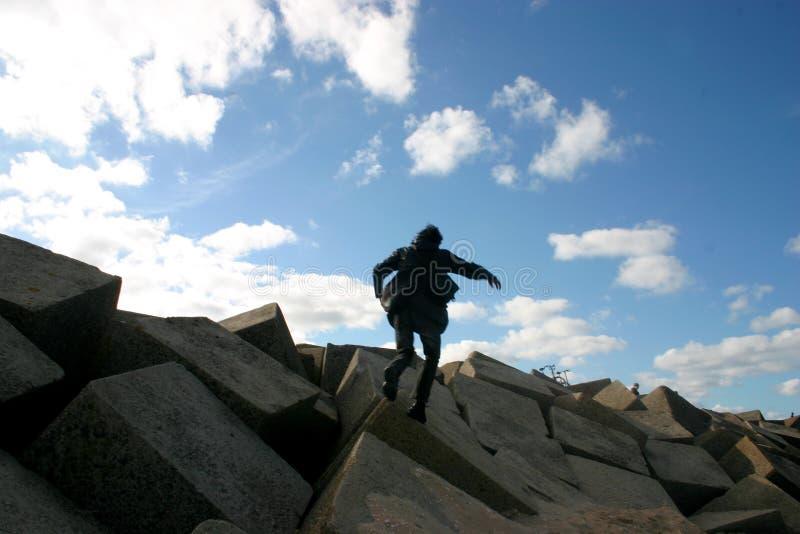 Sur les roches photo stock