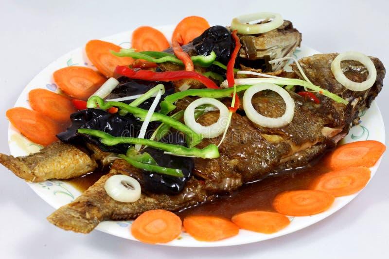 sur sötsak för kinesisk fiskmat arkivbilder
