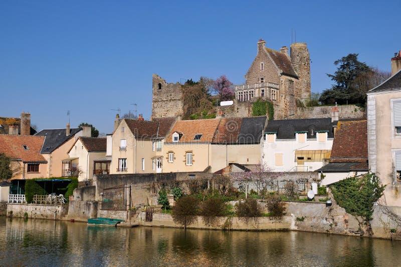 Sur Sarthe de Beaumont en Francia imagen de archivo