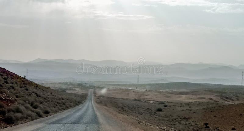 Sur si Marruecos : Camino de Ouijane Tiznit imagen de archivo