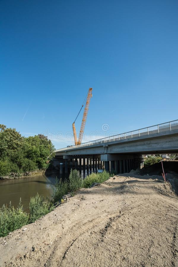 Sur un chantier de construction d'un pont images stock