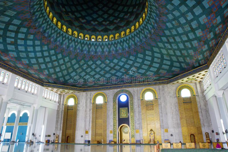 Surabaya, Indonesia, el interior de la mezquita del al Akbar foto de archivo