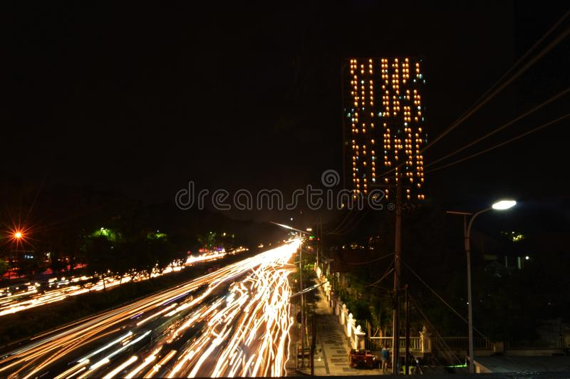 Surabaya Indonesia en el eksposure largo de la noche fotografía de archivo