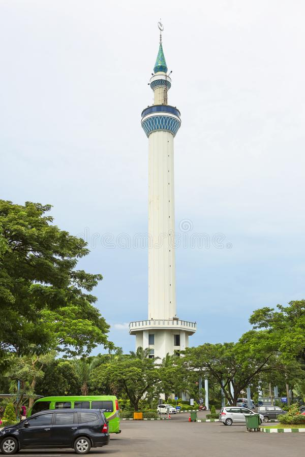 Surabaya Indonesien, Al Akbar moské Minaret royaltyfria bilder