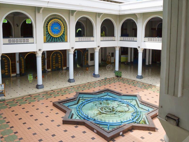 Surabaya, Indonesien, der Innenraum der Moschee des Als Akbar stockbild
