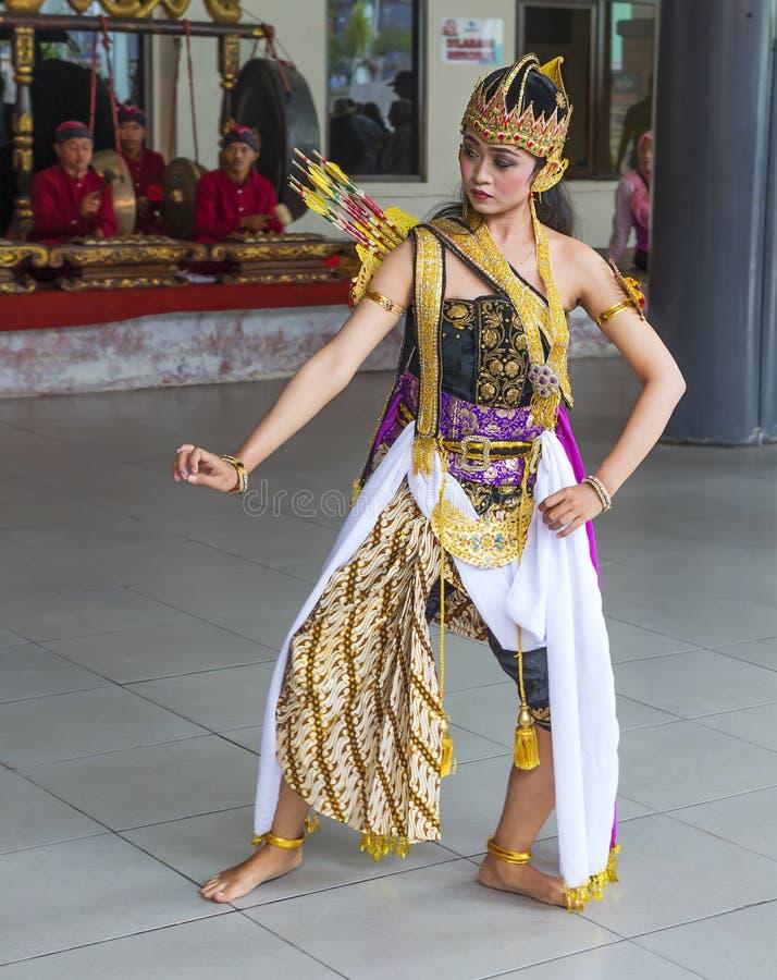 Surabaya, Indonesien, indonesischer traditioneller Tanz lizenzfreie stockfotos