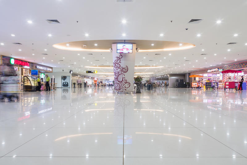 SURABAYA, INDONESIEN - 25. März 2016: Internationaler Flughafen Surabayas Juanda - intierior Surabaya, Osttimor stockfotos