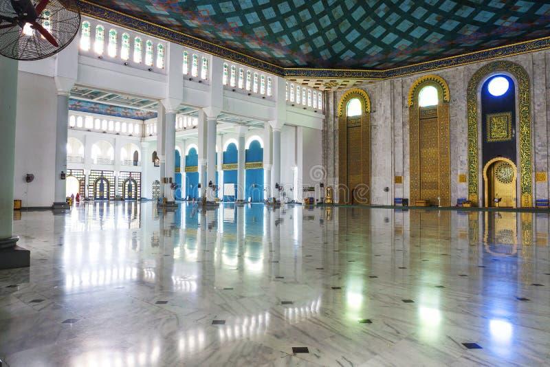Surabaya, Indonezja wnętrze meczet al Akbar fotografia stock