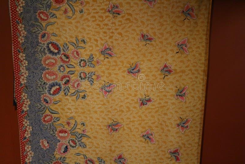 Surabaya, Ost-Java, Indonesien Juli 2019 Batik Indonesisch: ein Verfahren der wachsresistenten Färbung ist, das auf Vollgewebe an stockfotografie