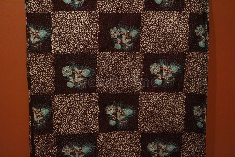 Surabaya, Ost-Java, Indonesien Juli 2019 Batik Indonesisch: ein Verfahren der wachsresistenten Färbung ist, das auf Vollgewebe an lizenzfreie stockbilder
