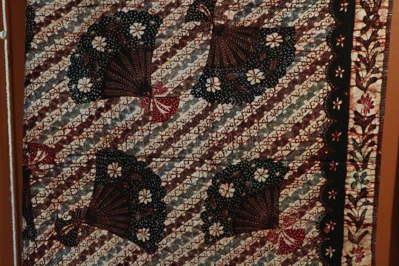 Surabaya, Ost-Java, Indonesien Juli 2019 Batik Indonesisch: ein Verfahren der wachsresistenten Färbung ist, das auf Vollgewebe an stockbild