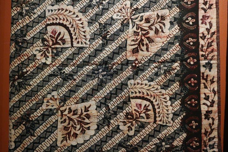 Surabaya, Ost-Java, Indonesien Juli 2019 Batik Indonesisch: ein Verfahren der wachsresistenten Färbung ist, das auf Vollgewebe an lizenzfreies stockbild
