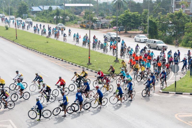 SURATTHANI, στις 21 Ιουνίου της ΤΑΪΛΑΝΔΗΣ â€ «: Εκστρατεία τουρισμού ποδηλάτων για το trav στοκ φωτογραφίες