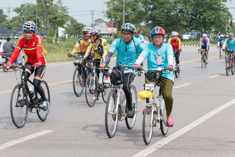 SURATTHANI, στις 21 Ιουνίου της ΤΑΪΛΑΝΔΗΣ â€ «: Εκστρατεία τουρισμού ποδηλάτων για το trav στοκ εικόνα