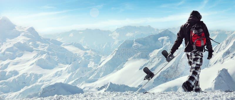 Surf des neiges parasitaire dans les montagnes images stock