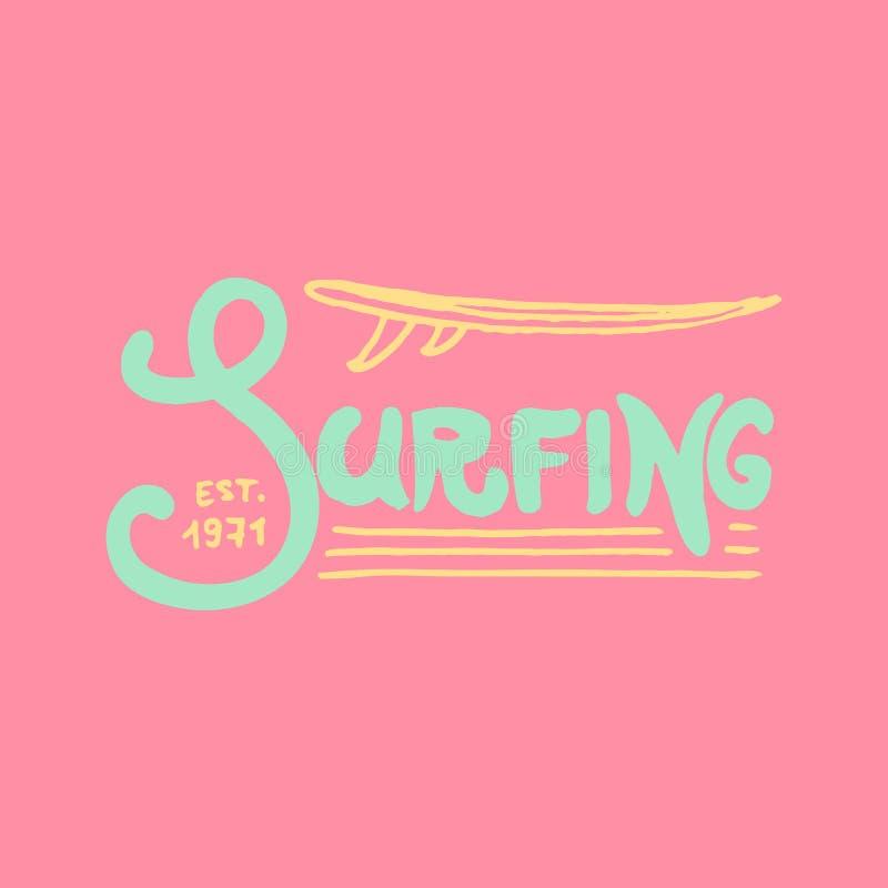 Surfa emblemet och vågen, palmträdet och havet retro tappning för bakgrund vändkretsar och Kalifornien, surfingbräda, sommar på vektor illustrationer