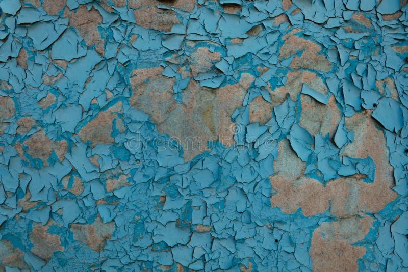 Surface avec la peinture s'effondrante sous l'influence de l'humidit? et de la lumi?re du soleil image stock
