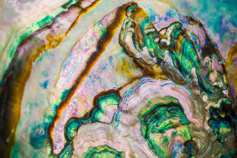 Surface colorée d'une roche image stock