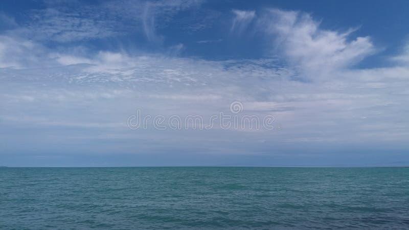 Surface de l'eau d'Alakol images libres de droits