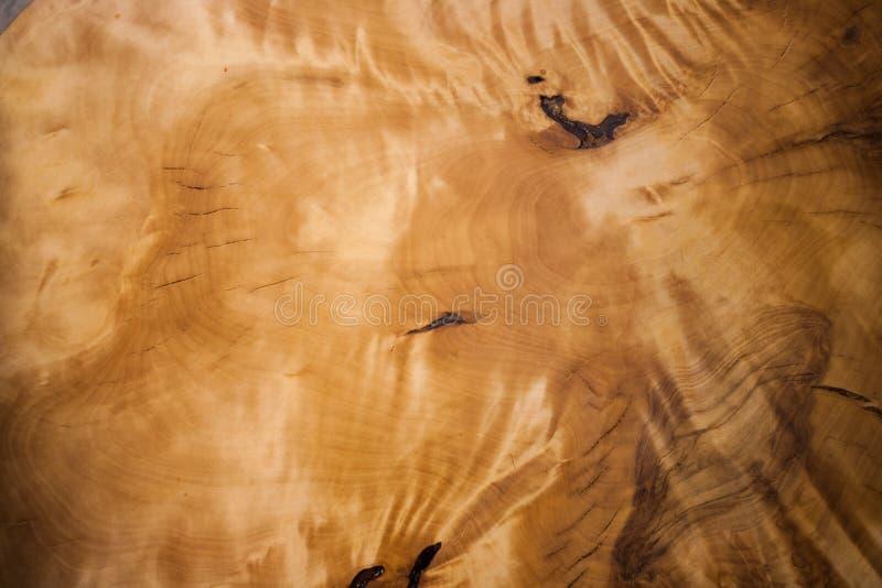 Surface en gros plan de suvel en bois avec le beau modèle naturel iridescent photo libre de droits