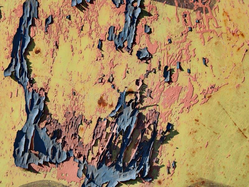 Surface métallique rouillée avec éclat de peinture bleu image libre de droits