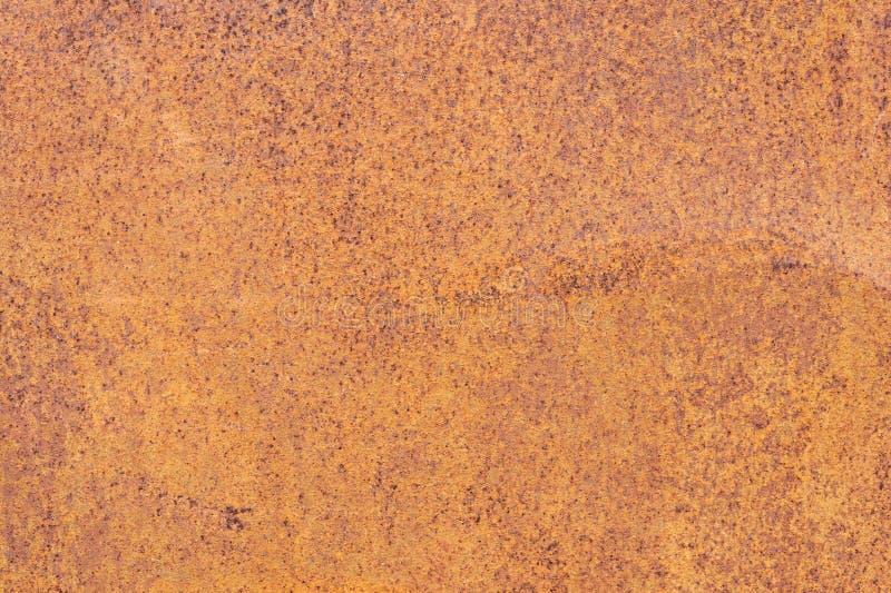 Surface métallique texturisée jaune-rouge rouillée La texture du feuillard est à oxydation et à corrosion enclines grunge photos stock