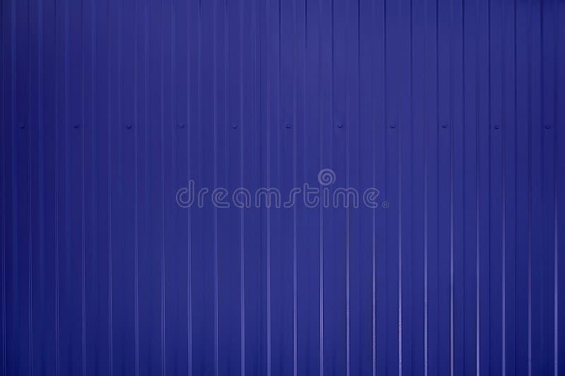 Surface ondulée modifiée la tonalité bleue de texture en métal photographie stock