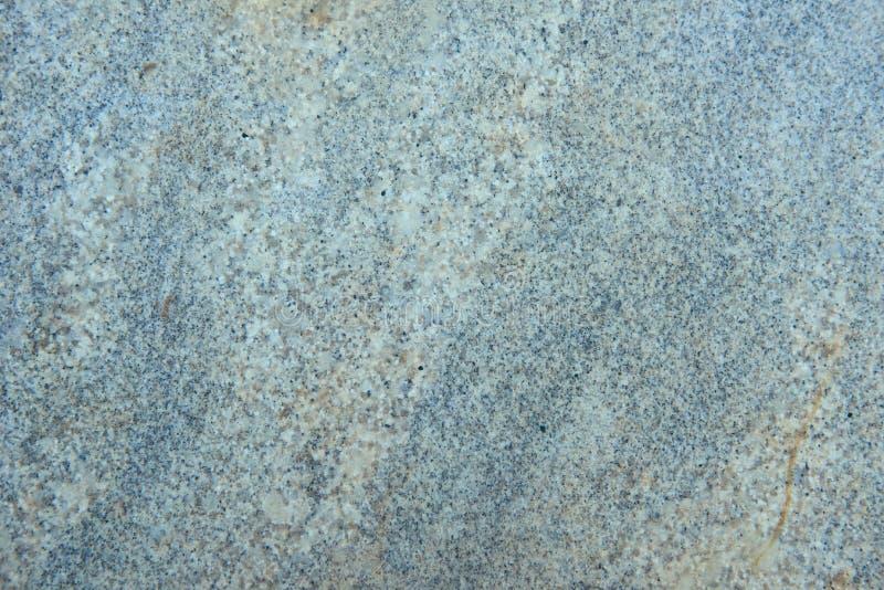 Surface texturisée de pierre polie de granit aux nuances du gris photos libres de droits