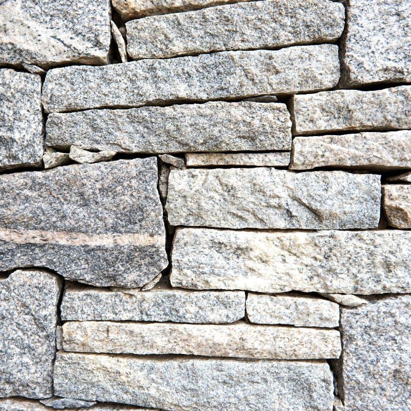 Surface texturisée de pierre rugueuse de granit aux nuances du gris image stock