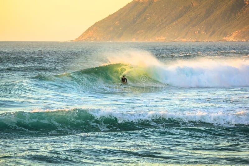 Surfare i den Noordhoek stranden royaltyfri fotografi