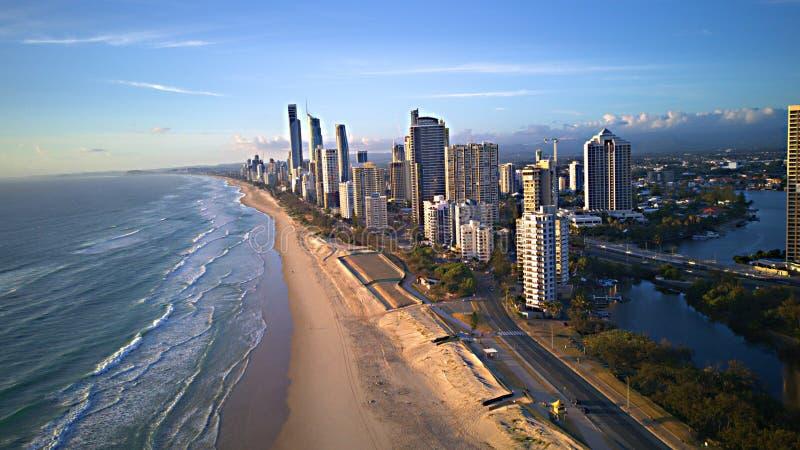Surfareparadiset är en badort på Queensland ` s Gold Coast i östliga Australien arkivbild