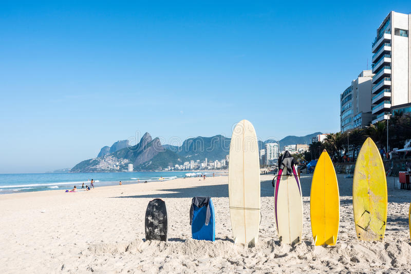 Surfboards na Ipanema plaży, Rio De Janeiro zdjęcie stock