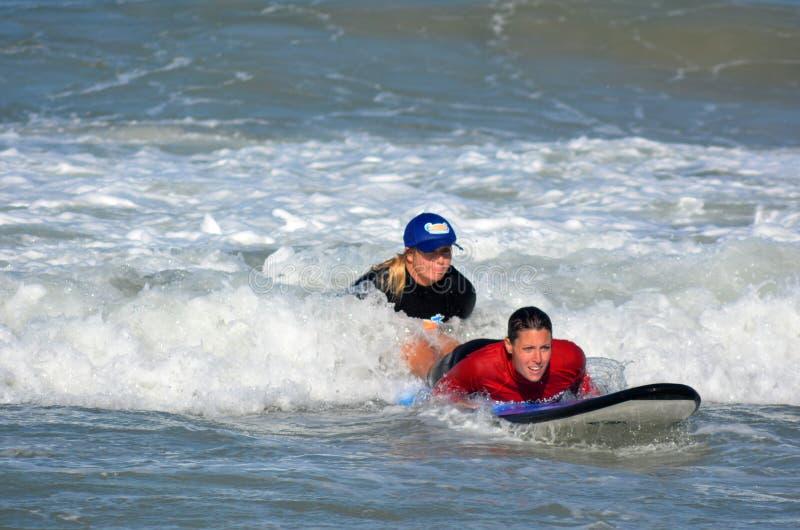 Surfeing lession i Gold Coast Queensland Australien arkivbild