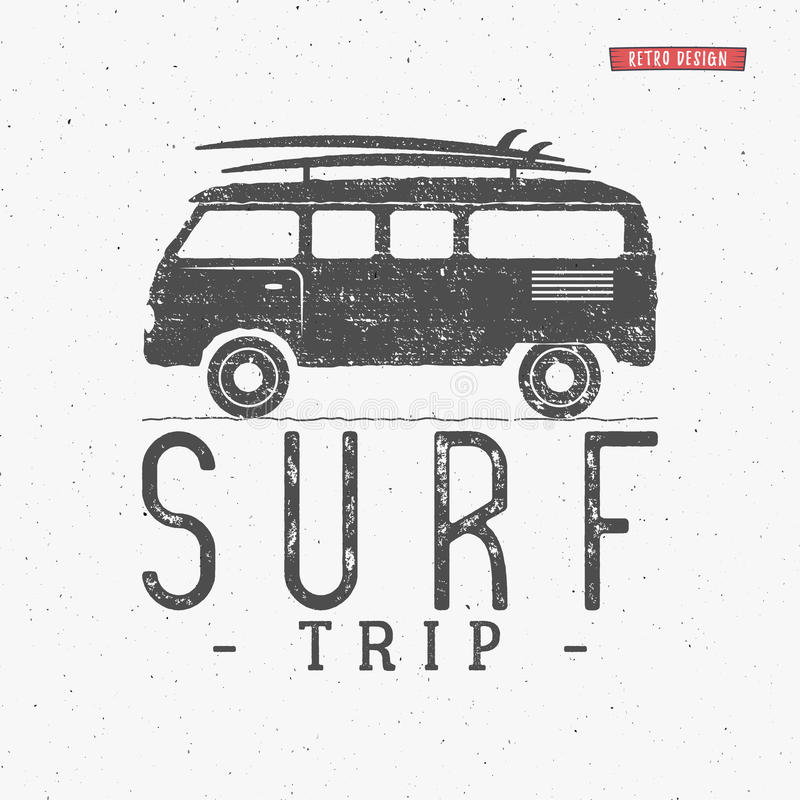 Surfen Sie den Reisekonzept Vektor-Sommer Retro- Ausweis surfend Setzen Sie Surferemblem, Fahne rv draußen, Weinlesehintergrund a lizenzfreie abbildung
