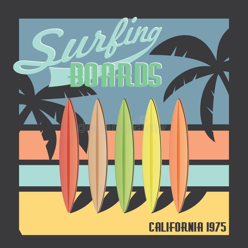 Surfende Bretter Kalifornien-Typografie, T-Shirt Druckdesign, Sommervektor Ausweis-Applikations-Aufkleber vektor abbildung