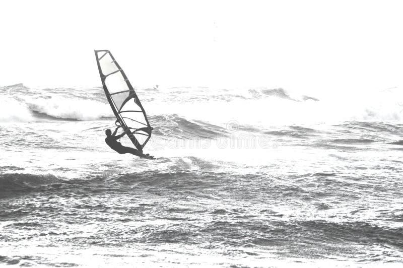 Surfer στη θάλασσα στοκ εικόνα