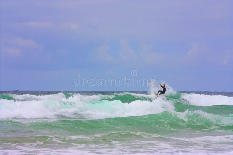 Download Surfer stock afbeelding. Afbeelding bestaande uit kust - 10775387