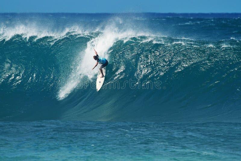 Surfer-Adam-Melling Surfen an der Rohrleitung in Hawaii stockbilder