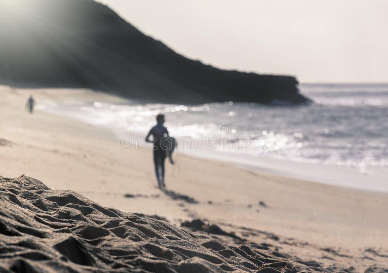 Surfer bij Klokkenstrand, Torquay, Australië stock fotografie