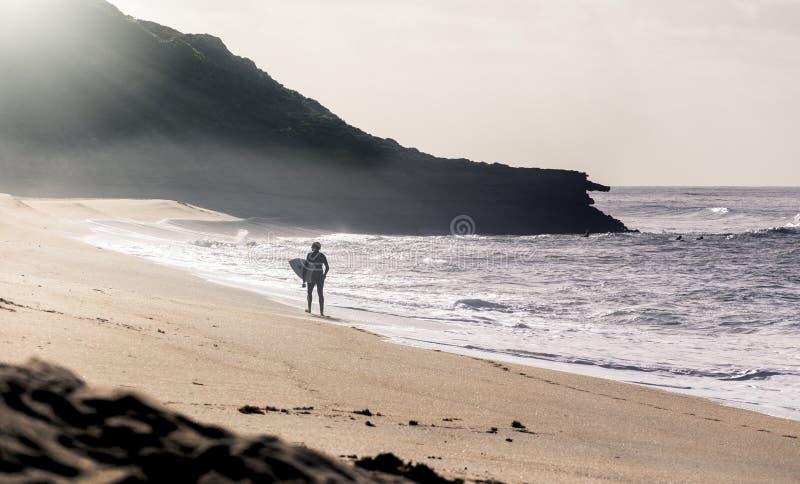 Surfer bij Klokkenstrand, Torquay, Australi? royalty-vrije stock afbeeldingen