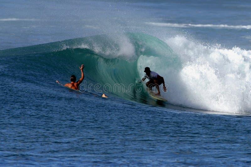 Surfer in de Buis van een Golf royalty-vrije stock afbeelding