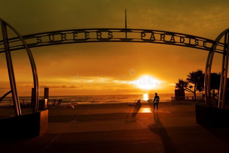 Surfer in de Gouden Kust Queensland Australië van het Surfersparadijs royalty-vrije stock fotografie