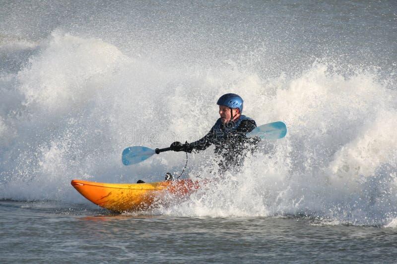 Surfer de kayak photographie stock libre de droits