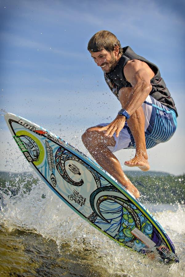 Surfer de sillage photos stock