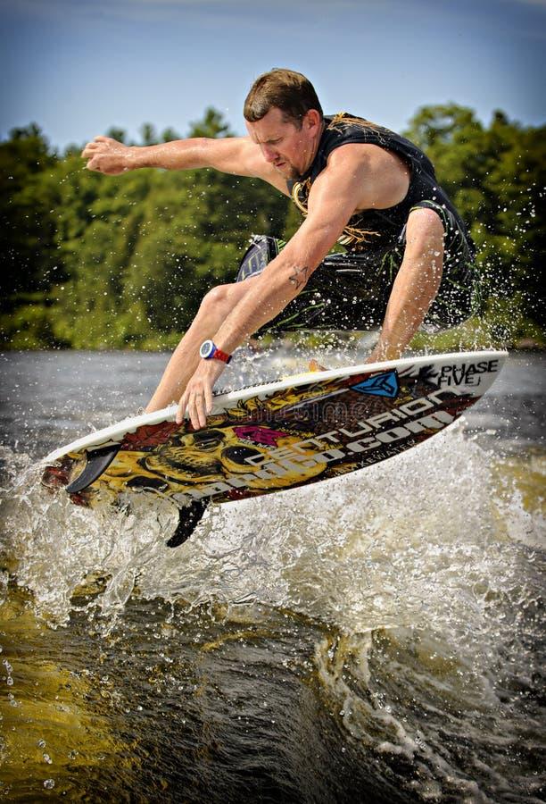 Surfer de sillage images libres de droits