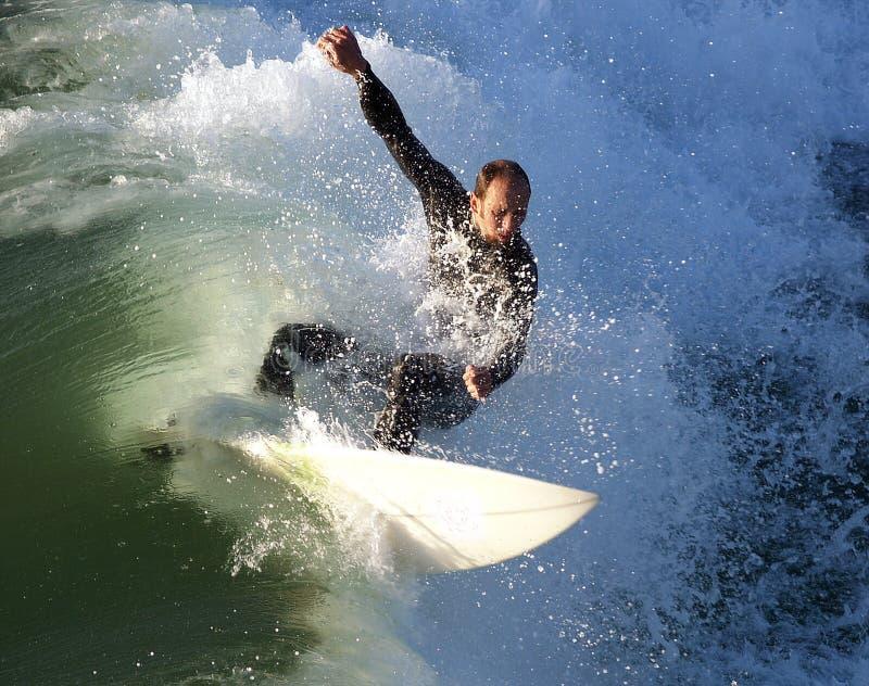 Surfer, der von einem Mörderflorida abzieht lizenzfreie stockfotos